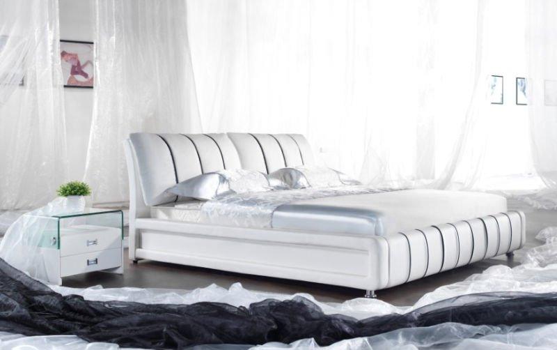 Couple blanc romantique chambre lit en cuir souple literie for Chambre couple romantique