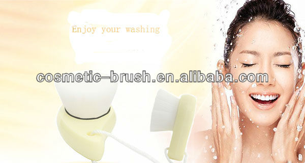 2013New arrival Professional factory direct hot model washing face brush for girls beauty