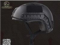 Защитный спортивный шлем Goggle EM8818AB