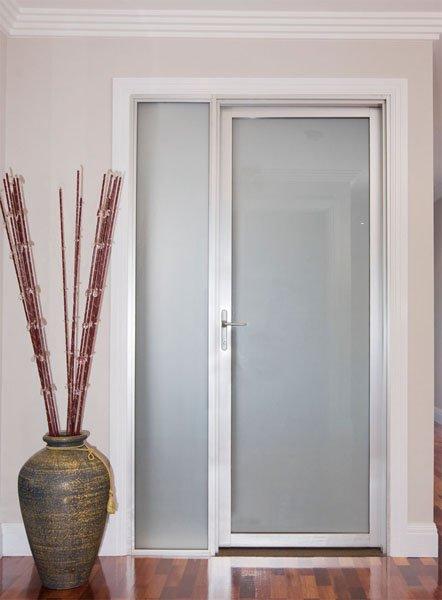 Puerta de aluminio con vidrio imagui for Puertas interiores de aluminio y cristal