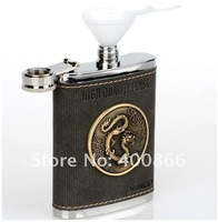 Плоская фляжка Dragon Pattern Flask Made of Stainless steel and Leather, Stainless Cup As Present