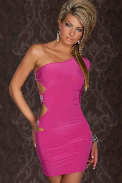 фото в розовом обтягивающим платье