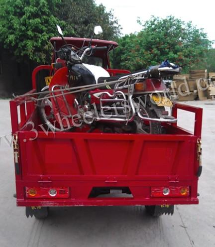 Chongqing pedicab taxi motorcycle for adults/three-wheel motor cabin cargo tricycle