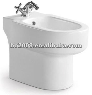 Bathroom Ceramic Sanitary Ware Washdwon Two Piece WC Toilet