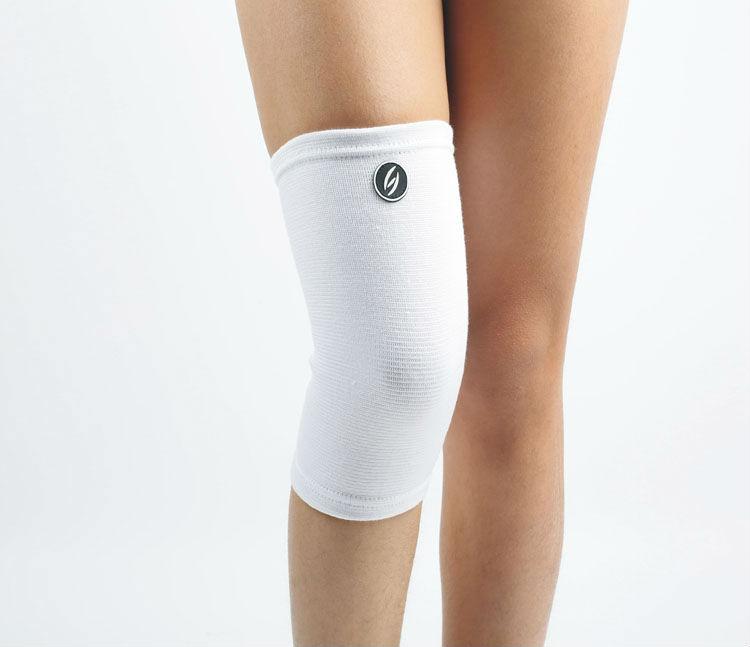 White Elastic kneecap protection