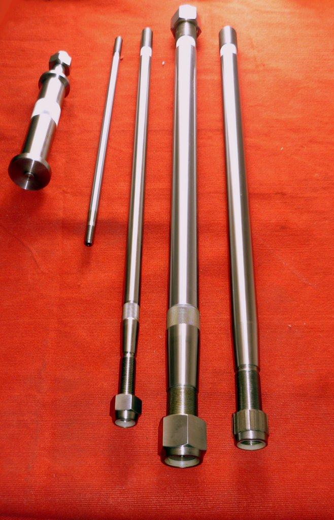 API4#-7#piston rods