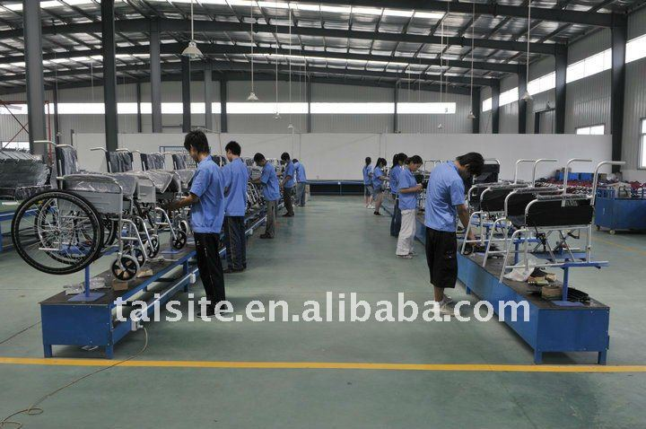 Removable folding footboard Folding Steel-pipe frame steel wheel chair for the elderly CE 4620-3