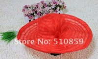 The traveling beach   along the sun shading big summer straw hat