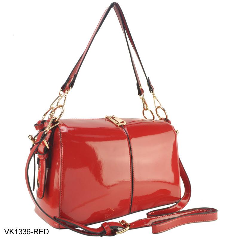 Сумка женская красная лакированная в форме сундучка. фото