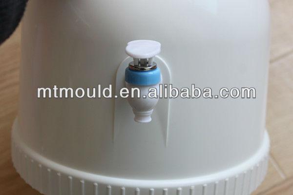 Portable mini water dispenser
