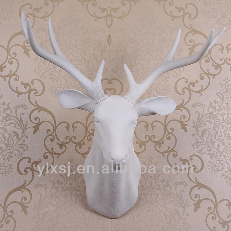 - Tete de cerf blanche ...