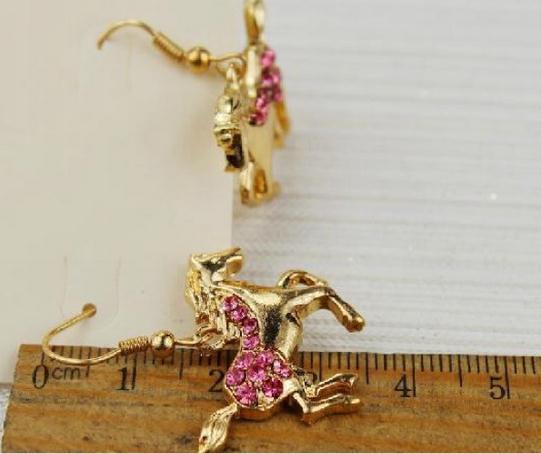 Золотая лошадь с розовыми кристаллами 58грн