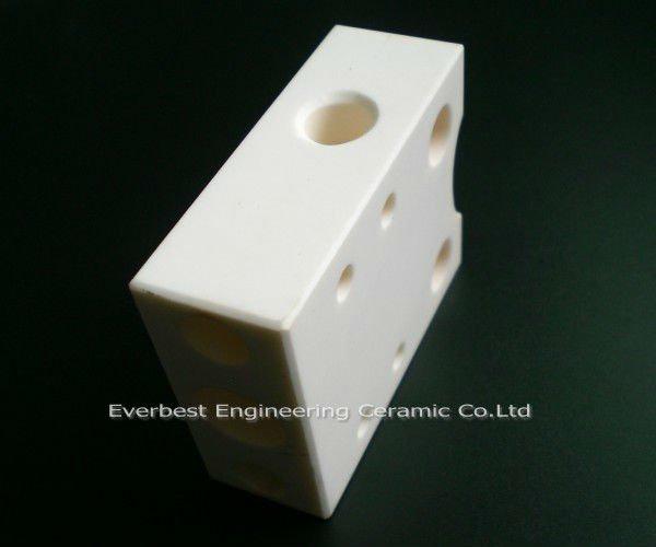 99.5% porous Alumina electronic ceramic parts