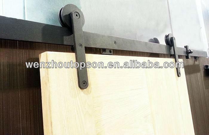 Noir enduit de poudre en bois coulissante grange for Porte coulissante en fer
