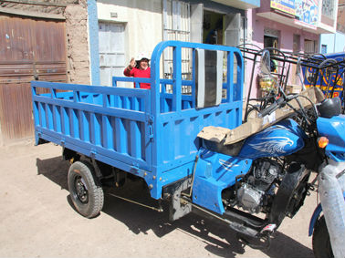 three wheel motorcycle, 200/250/300cc engine, water cooeld, 2.2X1.3 cargo box,CKD package