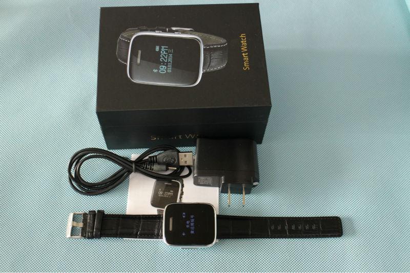 513 vente téléphone intelligent montre stéréo bluetooth 3.0 réponse appel music player en cuir bracelet montre smart watch