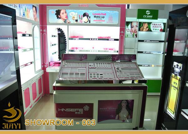 SHOWROOM003.jpg