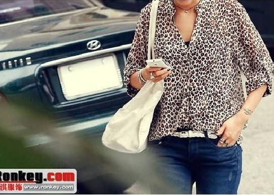 Женская футболка V turn/up t A56