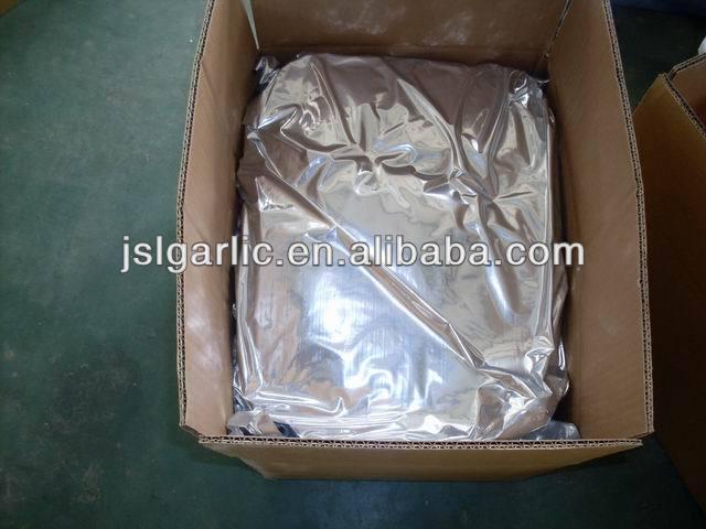 white dehydrated garlic powder