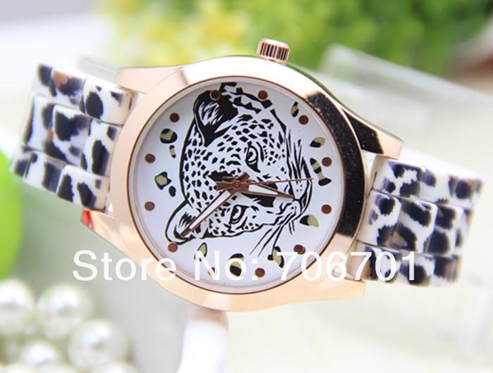 Заставка часы Часы Леопард на рабочий стол
