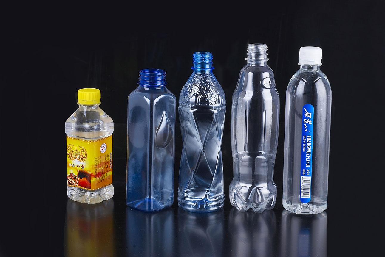 Дизайн пластиковом бутылками