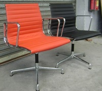 Стул с металлическим каркасом eames aluminium chair
