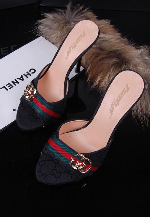 أحذية جديده للبنات 2014 أحذية 714371738_947.jpg