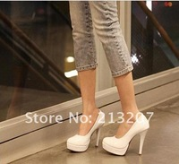 2012 in Europe and high heels Korea Princess night women's shoes new black white waterproof round-fashion shoes