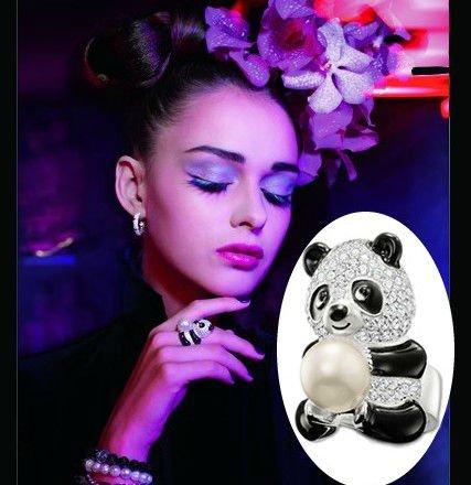 Серебрянное кольцо Панда с жемчужиной 180грн