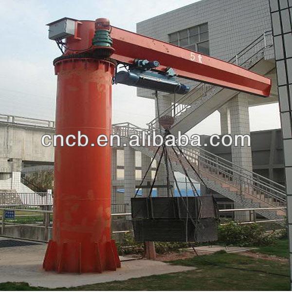 Post mounted pivot swinging crane