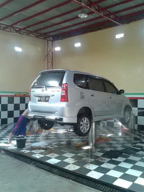 @candelar car wash.jpg