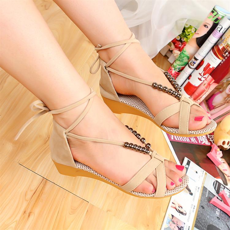 أحذية جديده للبنات 2014 أحذية 714668887_727.jpg