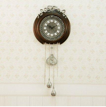 Quartz movement ancient wall clock