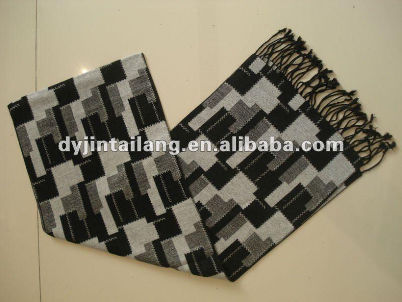 La parte superior del telar jacquar/bufanda tejida para los hombres