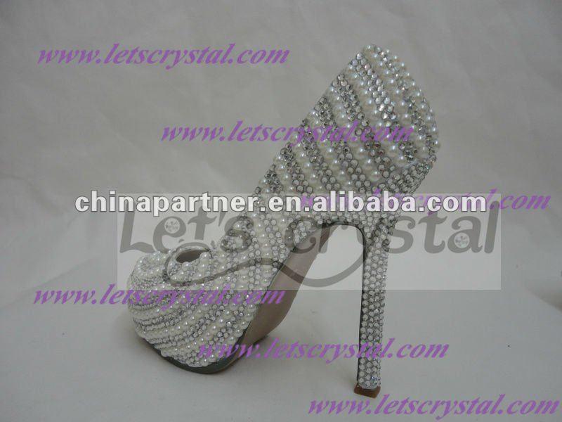 diy wedding shoe pearls and rhinestone