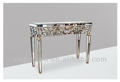 Salon table console et miroir ensemble table en bois id de for Ou placer un radiateur dans une chambre