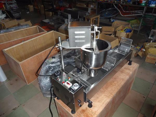 kommerziellen donut friteuse kleinen donut making machine vollautomatische imbiss maschinen. Black Bedroom Furniture Sets. Home Design Ideas