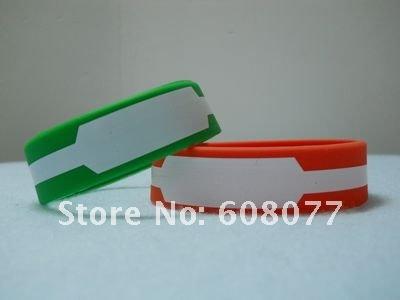 green red bracelet 2.jpg