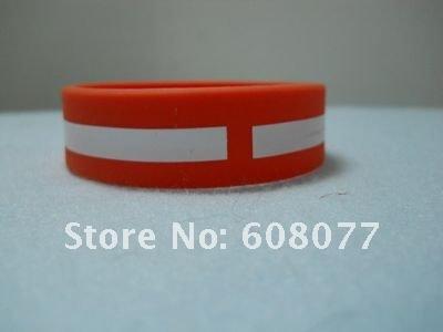 green red bracelet 8.jpg
