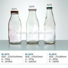 la leche de la botella de vidrio