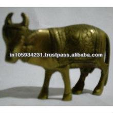 de bronce estatua de la vaca
