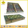 turque de backgammon ensemble avec ronde plateau de jeu et une vignette de copeaux de bois