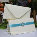 2014 de lujo blanco de la boda tarjetas deinvitación con los modelos de la cinta y hebilla