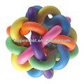 Cão de estimação do arco-íris colorido bola de plástico