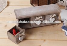 prateleira de madeira com gaveta