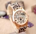 2014 nueva llegada personalizado hotsale reloj tigre con chapado en oro rosa caja de la aleación y correa de silicona jr1005