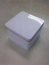cuadrada caja de la lata