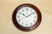 reloj de pared de madera en forma redonda