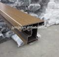Profils d'extrusion de pvc avec le grain du bois de surface et la couleur de fond
