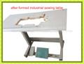 máquina de coser industrial después de la formación de la mesa